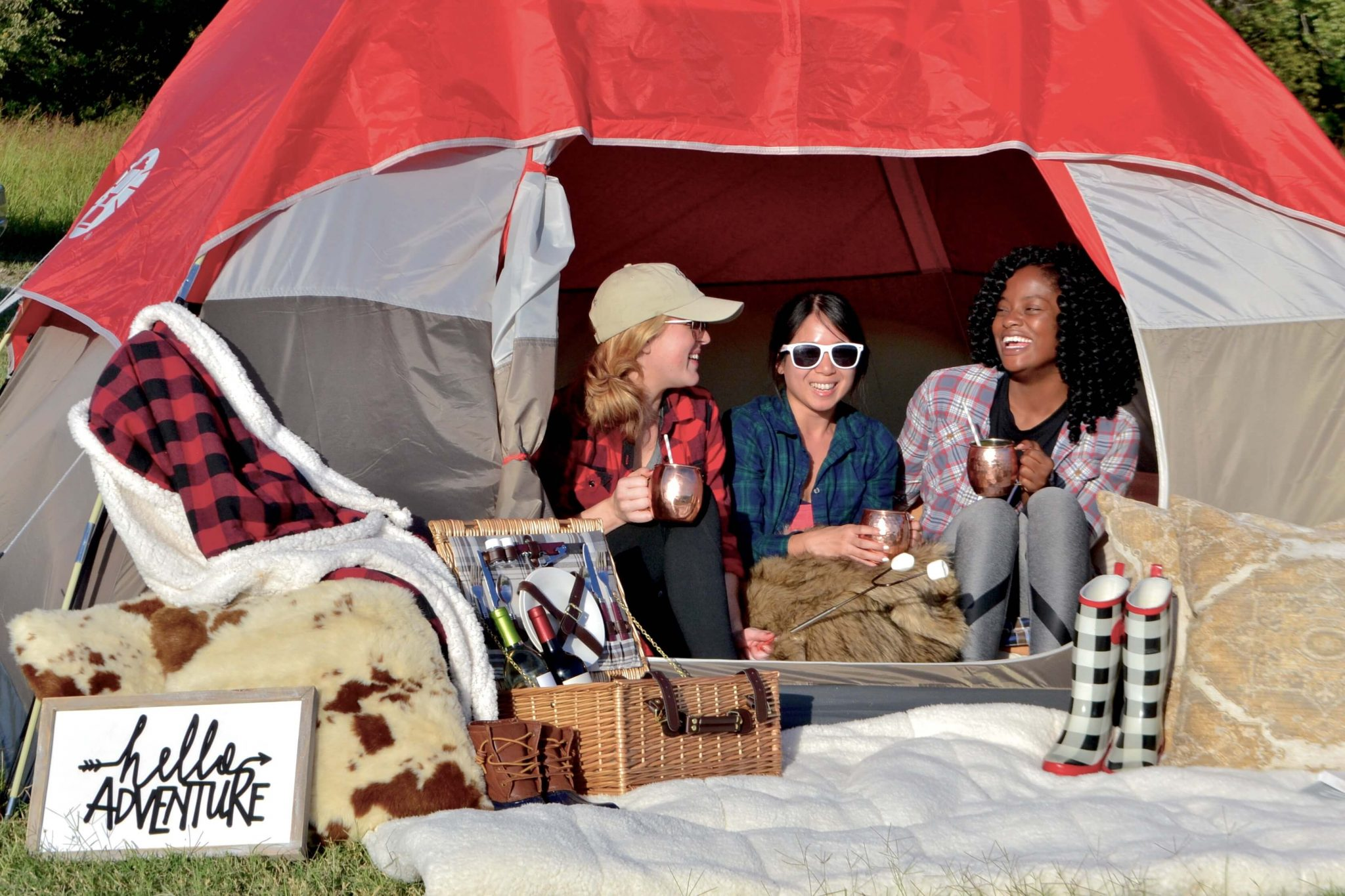 Girl's Camping Trip // More like 'GLAMPING' // www.https://www.thehisfor.com